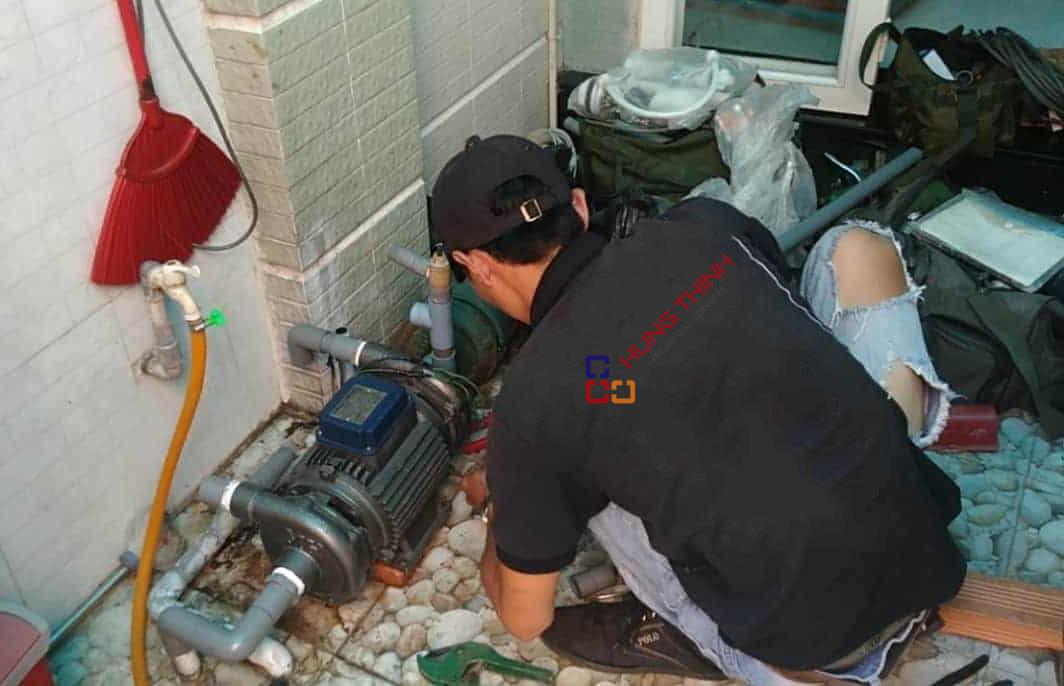thợ sửa máy bơm nước hưng thịnh